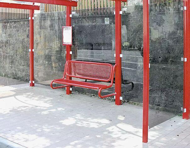 Sitzbank mit Rückenlehne, Modell 3, Sitzfläche aus Drahtgitter, zum Anschrauben, in RAL 3000 feuerrot
