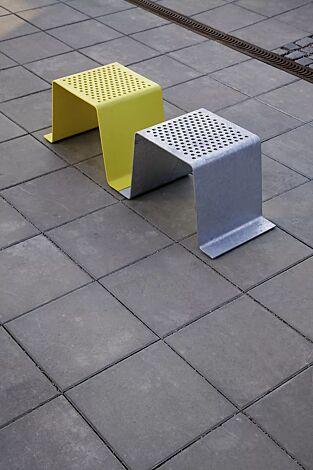 Sitz SINUS ohne Kunststoffnoppen, in RAL 1023 verkehrsgelb und RAL 9007 graualuminium (Sonderfarben auf Anfrage)