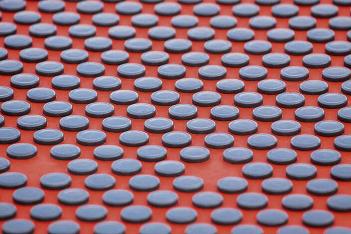 Deatial: Sitzfläche mit Kunststoffnoppen