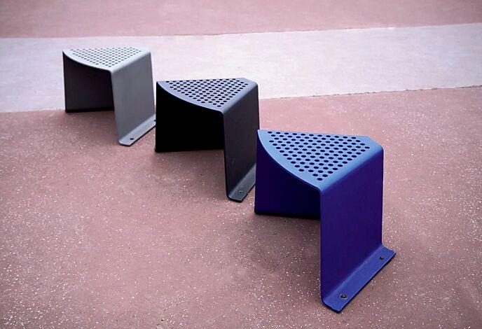 Sitz SINUS gebogen, in RAL 9007 graualuminium, RAL 9005 tiefschwarz und RAL 5002 ultramarinblau