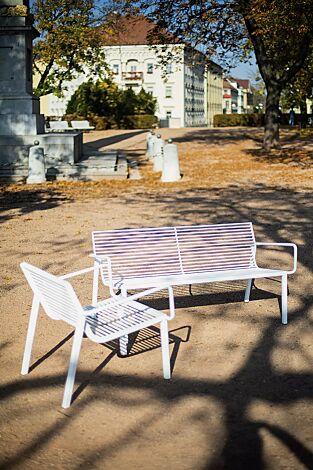 Sitzbank und Sitz STACK mit Rückenlehne und Armlehnen, in RAL 9010 reinweiß
