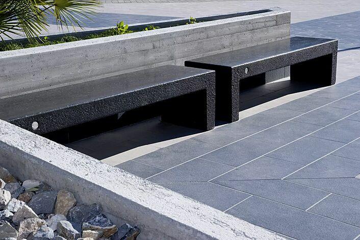 Sitzbank VENEZIA aus Marmor, Sitzfläche geschliffen, in schwarz ebano<br>