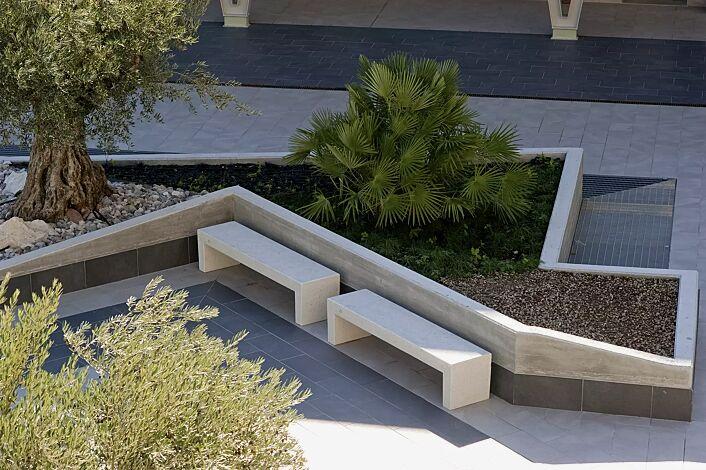Sitzbank VENEZIA aus Beton, Sitzfläche gestockt, in Granitoptik weiß