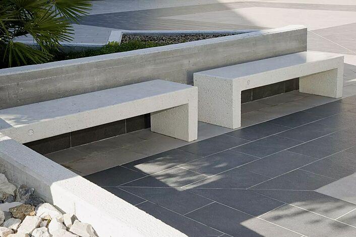Sitzbank VENEZIA aus Beton, Sitzfläche geschliffen, in Granitoptik weiß