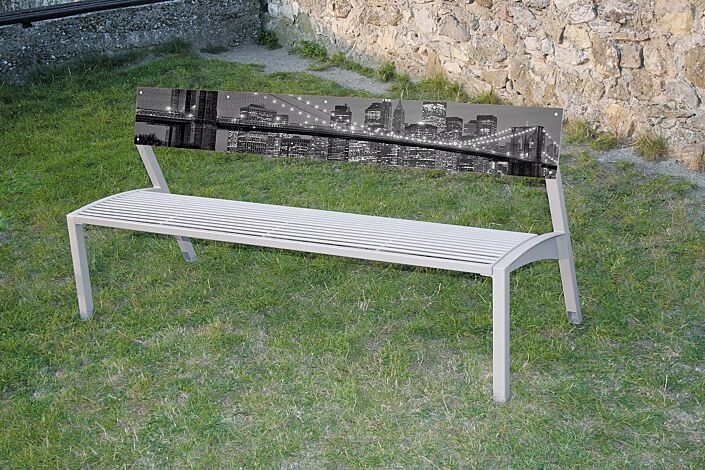 Sitzbank VERA mit Rückenlehne aus HPL (individuelles Motiv auf Anfrage), Stahlteile in RAL 9006 weißaluminium