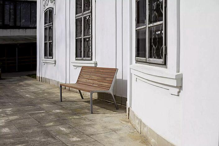 """<div id=""""container"""" class=""""container"""">Sitzbank VLTAU mit Rückenlehne, mit Jatobaholzbelattung, Stahlteile in RAL 9006 weißaluminium</div>"""