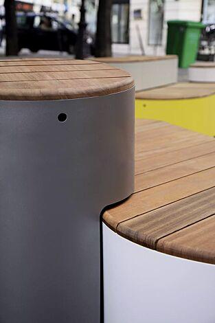 Sitzpodest URBAN ISLANDS, mit Jatobaholzbelattung, Stahlteile in RAL 9006 weißaluminium, RAL 9007 graualuminium, RAL 9010 reinweiß und Sonderfarbe (auf Anfrage)