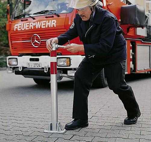 """<div id=""""container"""" class=""""container"""">Sperrpfosten ALMERIA zum Aufdübeln, beidseitig kippbar</div>"""