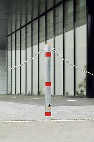 Sperrpfosten LAGUNA Ø 76 mm, herausnehmbar aus Bodenhülse mit DK-Schloss, mit Kettenösen