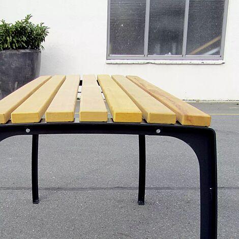 Senioren-Tisch CASERTA mit Cumaru-Holzbelattung, Stahlteile in RAL 9005 tiefschwarz