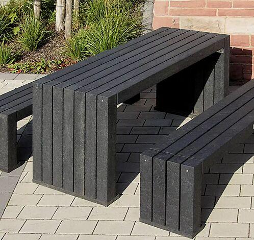 """<div id=""""container"""" class=""""container"""">Tisch und Sitzbank CERMES aus Recyclingkunststoff in schwarz</div>"""