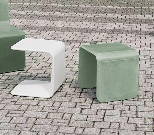 """<div id=""""container"""" class=""""container"""">Tisch CLIP zum freien Aufstellen, aus UTC®-Beton in mintgrün und Sitz SPRING in weiß</div>"""