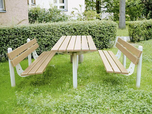 """<div id=""""container"""" class=""""container"""">Bank-Tisch-Kombination CORTONA mit Louro Gamela Holzbelattung bestehend aus einem Tisch und 2 Sitzbänken mit Rückenlehnen, Stahlteile in RAL 9006 weißaluminium</div>"""