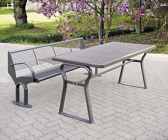 Kombinationsvorschlag: Sitzbank TAURUS mit Rückenlehne und Armlehnen und Tisch GAMMA, in DB 703 eisenglimmer