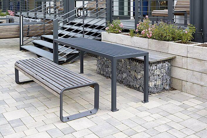 Tisch LIGURIA zum Aufdübeln, in RAL 7016 anthrazitgrau und Sitzbank PORTIQOA ohne Rückenlehne, mit Jatobaholzbelattung, Aluminiumguss in RAL 7016 anthrazitgrau (auf Anfrage)