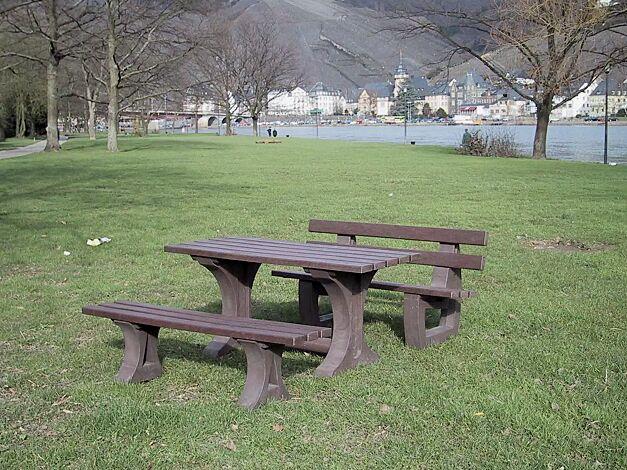 Kombinationsvorschlag: Bank-Tisch-Kombination MATERA bestehend aus Sitzbank mit Rückenlehne, Sitzbank ohne Rückenlehne und Tisch aus Recycling-Kunststoff in braun