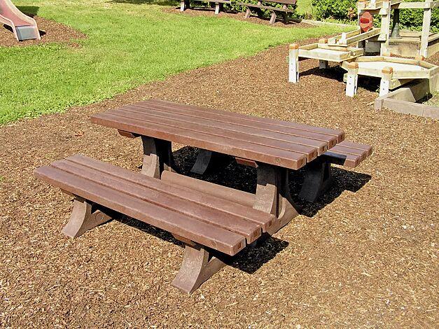 Sitzbänke und Tisch PICCOLINO aus Recycling-Kunststoff braun