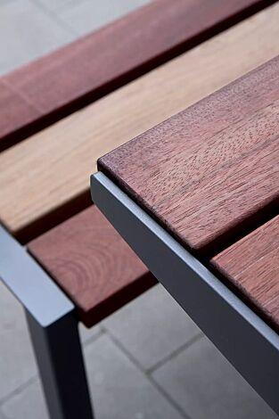 Detail: Tischkante