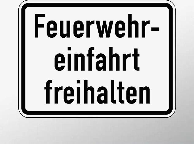 Verkehrszeichen: Feuerwehreinfahrt freihalten