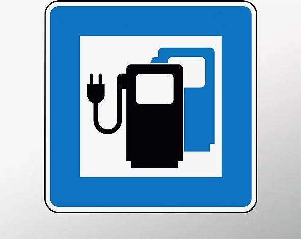 Verkehrszeichen: Ladestation für Elektrofahrzeuge