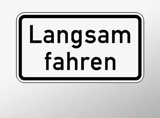 Verkehrszeichen: Langsam fahren