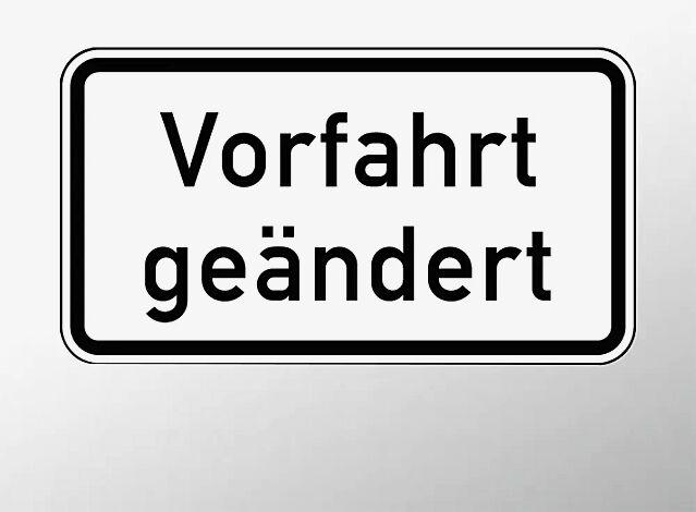 Verkehrszeichen: Vorfahrt geändert