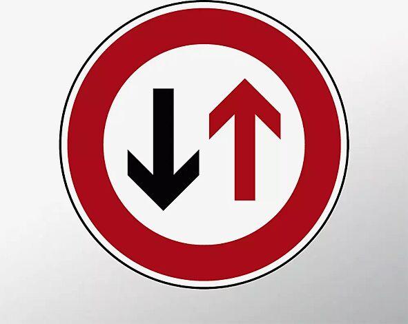 Verkehrszeichen: Vorrang des Gegenverkehrs